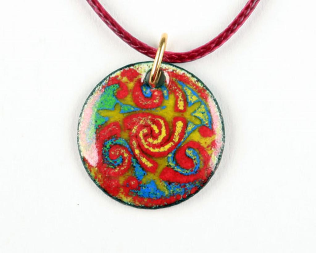 triskel coloré sur médaillon